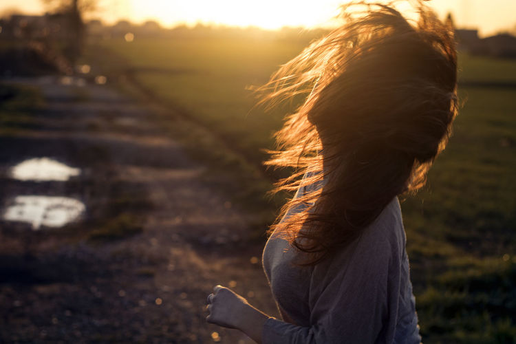 #EyeEmNewHere #eyembestshot #hair Day Leisure Activity Lifestyles Long Hair Nature One Person Outdoors People Real People Rear View Sunset Women Young Adult