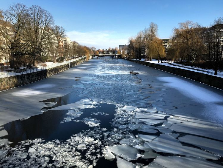 Urban Geometry Eye4photography  Light And Shadow No People Water Reflections Vanishing Point From My Point Of View Tadaa Community Berlin Streamzoofamily It's Cold Outside Berliner Ansichten Perspective Reflection Nature_collection Water Reflection зима❄️ зима