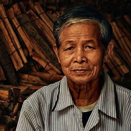 The Portraitist - 2017 EyeEm Awards Portrait Of A Man  Vietnam Shopkeeper One Senior Man Only Natrual Light Hoi An