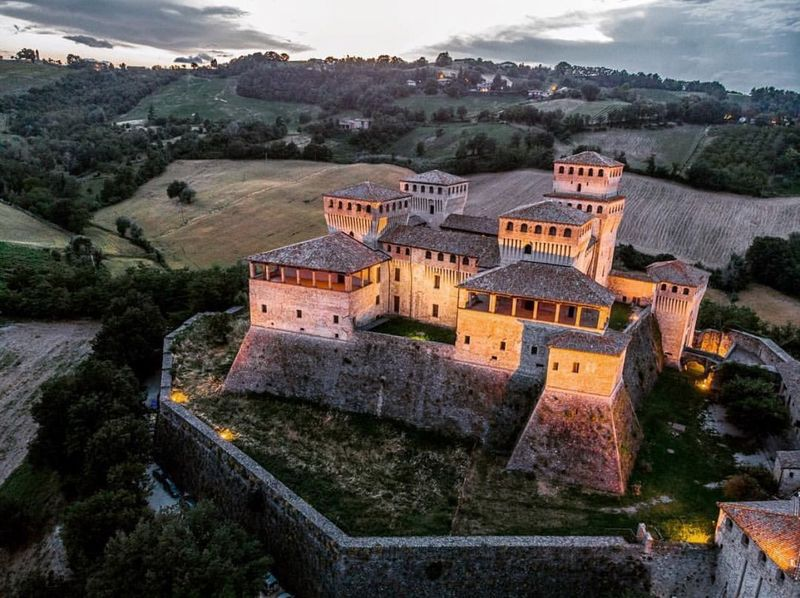 Castle seen by drone...🏰 Architecture Building Exterior Building Built Structure High Angle View Residential District History First Eyeem Photo Architecture Building Exterior Building Built Structure High Angle View Residential District History First Eyeem Photo