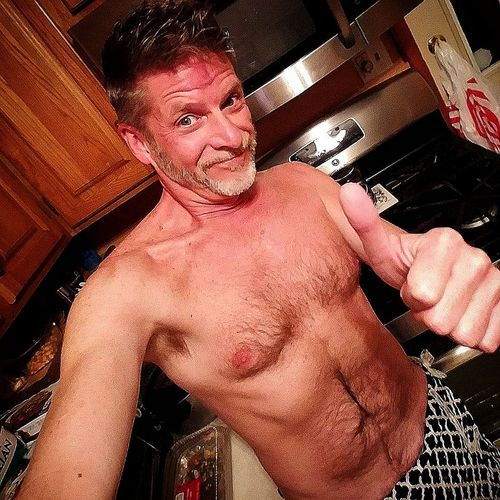 kiss the cook Kissthecook Singledadlife Single Dadswhocook Singledadissues Shirtless Indoors  Real People People Young Adult Adult