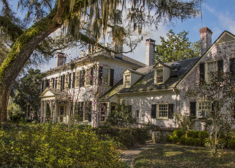 The main Inn at Brays Island near Beaufort Architecture Brays Island Building Exterior Built Structure City Day Garden House Live Oaks No People Outdoors Plantation House Sky South Carolina Spanish Moss Travel Destinations Tree