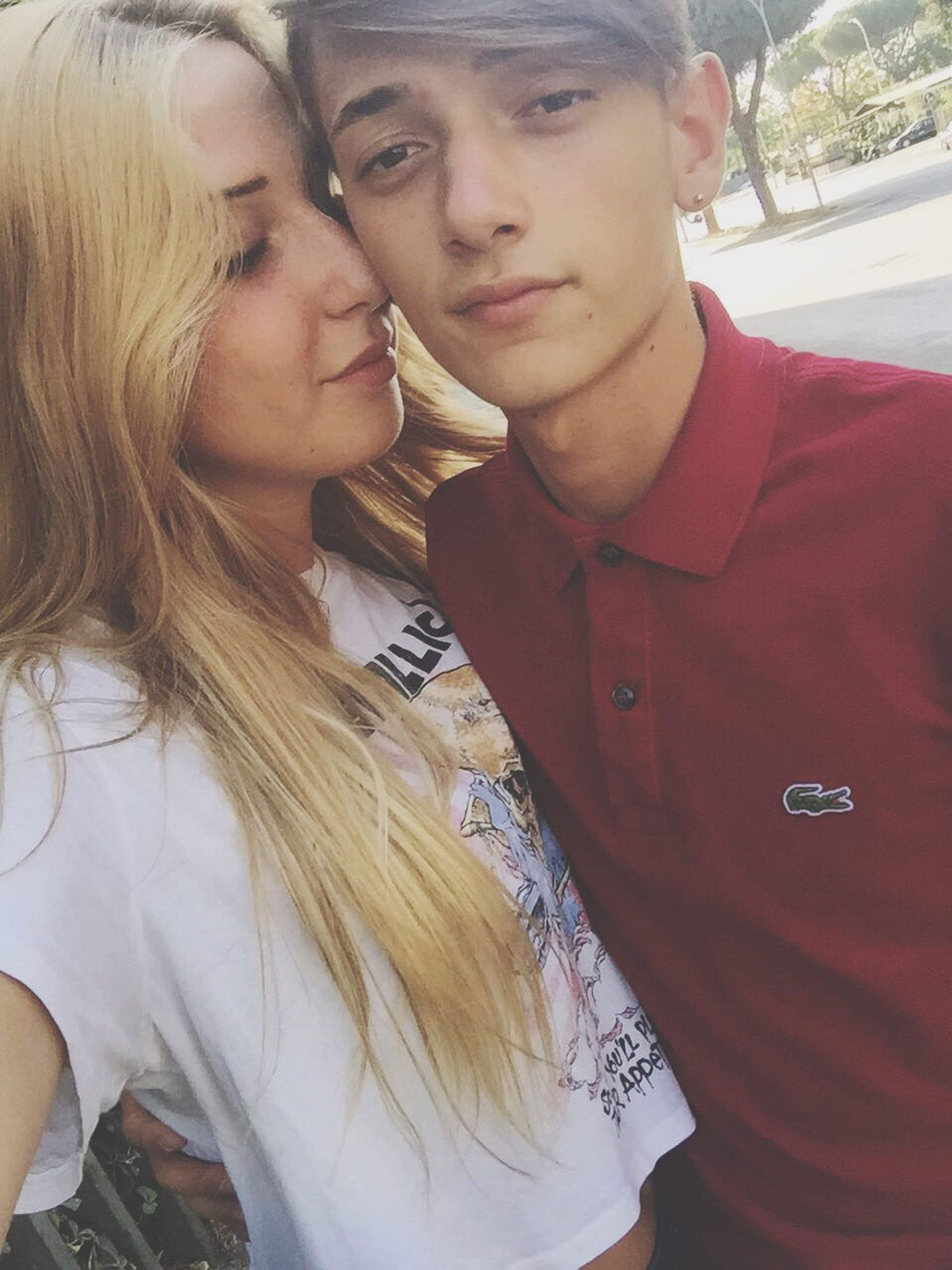 love, two people, young women, real people, young men, togetherness, young adult, heterosexual couple, kissing, couple - relationship, romance, young couple, bonding, lifestyles, leisure activity, day, outdoors, close-up