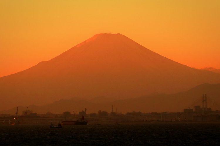 Sunset Landscape Mountain Japan Orange Color Mtfhuji Skyporn Sunsets Tokyo Tokyobay
