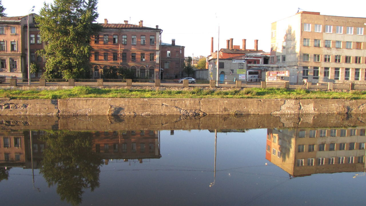 building exterior, architecture, built structure, reflection, building, residential building, water, house, outdoors, day, waterfront, no people, puddle, city, sky