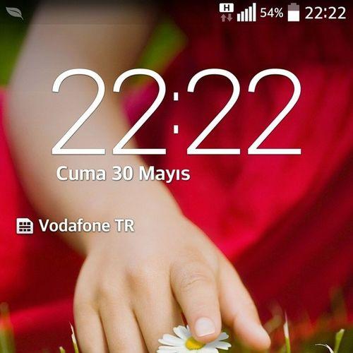 Telefonu Elime Aldigimda 22 .22yaziyoduheraldebenisevenbirivarbenidusunuyoraciklamiyor ???