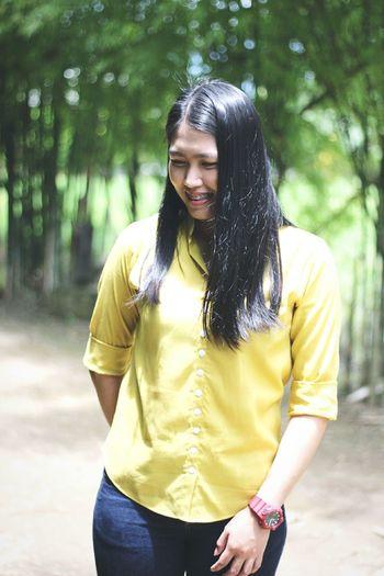 ใช้ชีวิตอย่างที่คุณต้องการ เพราะชีวิตคุณเป็นของคุณ😉 Women Beauty Beautiful People Youth Culture Yellow Beautiful Woman Arts Culture And Entertainment Long Hair Casual Clothing