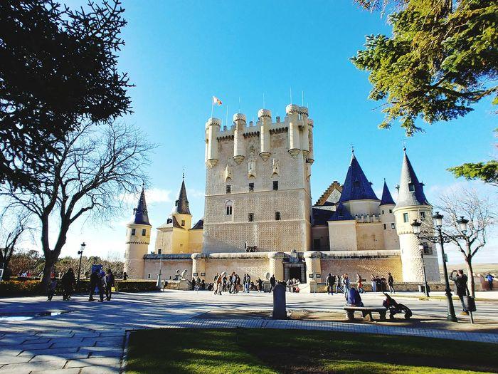 Alcázar de Segovia Segovia,spain España🇪🇸 Españoles Y Sus Fotos Alcázar Segovia Castle City Politics And Government Tree Clock Clock Tower Clock Face Sky Building Exterior Old Town