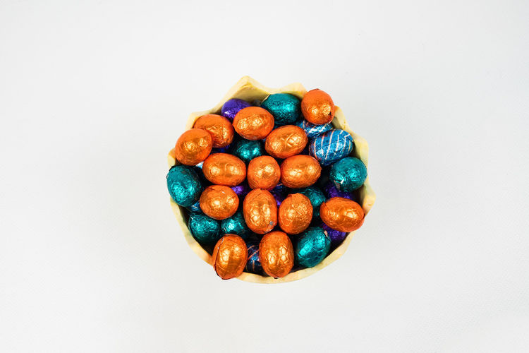 chocolate Easter eggs in a bowl Studio Shot Food Food And Drink White Background Indoors  Multi Colored Sweet Food Close-up Sweet Indulgence Unhealthy Eating Candy Turquoise Colored Temptation Copy Space Directly Above Easter Easter Eggs Chocolate Eggs Chocolate Still Life Cut Out Top View No People Holiday