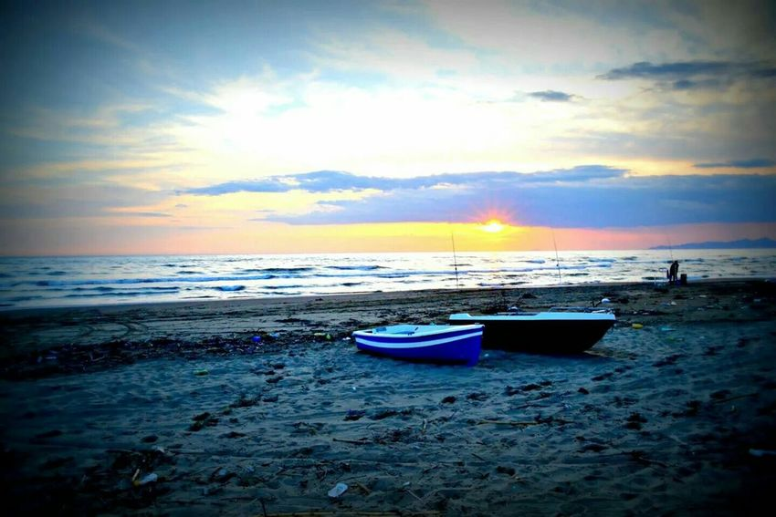 Sunset Seaside Mondragone Beach Italy Lost In The Sunset Keep Calm And Snap On Boats Old Boats Sea