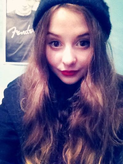 Redlips Its Me Oh Hi There  add me on snapchat : vivi-97 BORED!