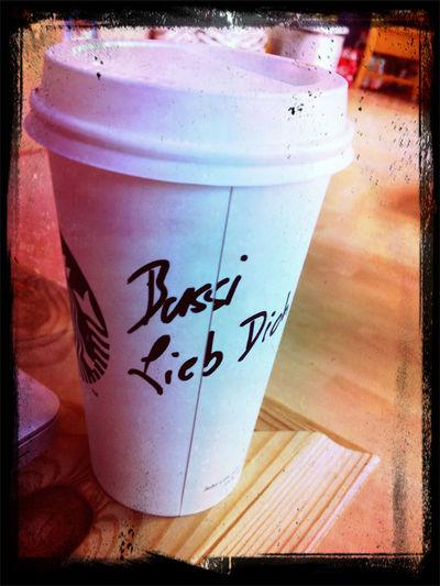 Lecker Starbuckskäffchen von Schatzi macht den angenehmen Nachmittag puuuuurfect! <3