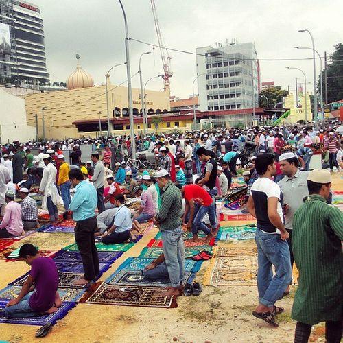 Good to see hundreds of people coming for Jumma ! JummaMubarak Muslimah Muslims GoodFriday
