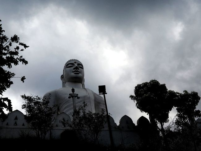 Cloud - Sky Outdoors Large View  Boudhisme Personal Perspective Sky Day Statue Tree Temple Gate Relaxing Religion Boudha