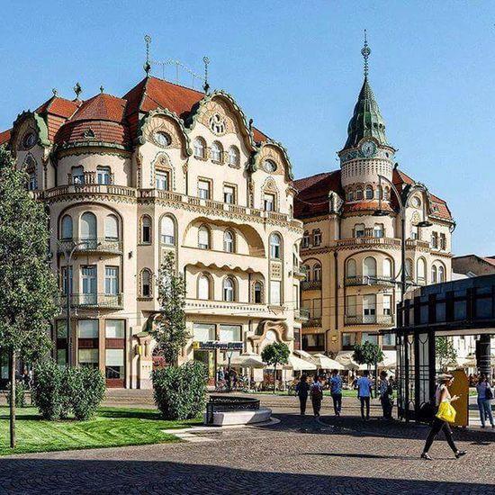 #roumania #oradea #bihor #travel #blackeagle #roumania Bihor Blackeagle Travel Discoverplaces Architecture Sky Palace Famous Place