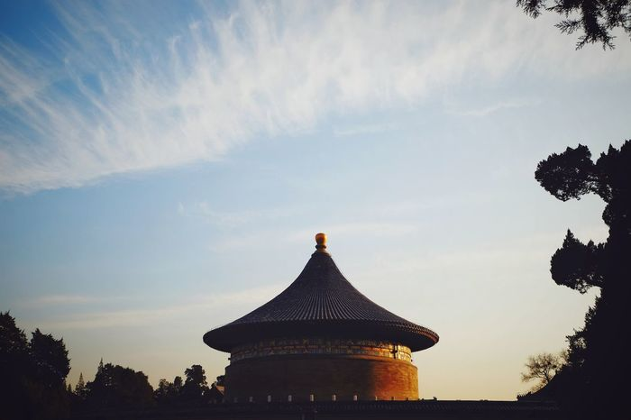 Silhouette Sunset Travel Destinations Sky Architecture No People Tree Outdoors Day Royalty King - Royal Person Traditional Architecture China Culture Traditional Building Beijing, China Old Architecture FUJIFILM X-T10 Temple Of Heaven Park Warm Winter Old Building  Travel Cloud - Sky Architecture Light And Shadow Sunlight