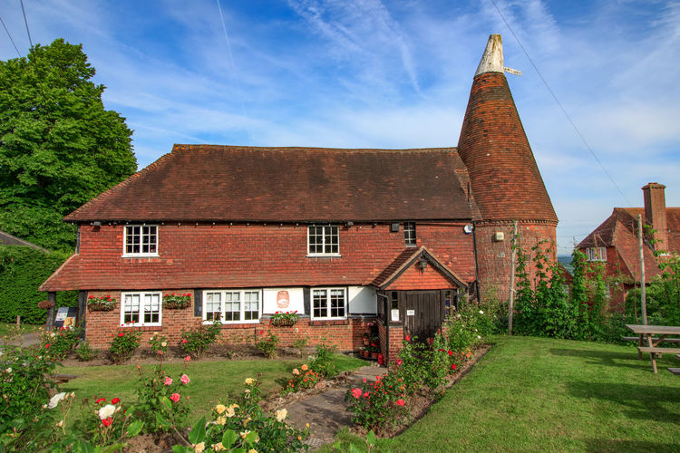 Oast house, Goudhurst, Kent, England. Oast House Downton Abbey Private School Beer Building Exterior Architecture Built Structure Building Plant Nature Sky No People House Day Cloud - Sky Residential District Outdoors Religion Place Of Worship Grass Flower Sunlight Tree The Past