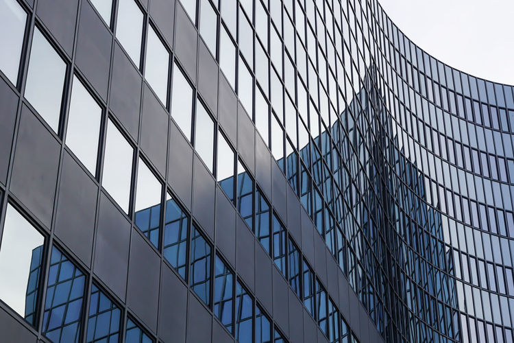 in the mirror ... Architecture Architecture Architecture_collection Architecturelovers Architektur Berlin Building Building Exterior Built Structure Curve Design Development Engineering Fenster Geometry Glass - Material Kurve Low Angle View Metal Modern Pattern Reflection Spiegelung Structure Windows