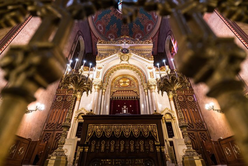 Framed Synagogue Dohány Street Synagogue Hungary Magyarország Budapest EyeEm Selects Religion Belief Architecture Built Structure Building Spirituality No People Low Angle View Place Of Worship Art And Craft Decoration Travel Destinations Altar Ornate