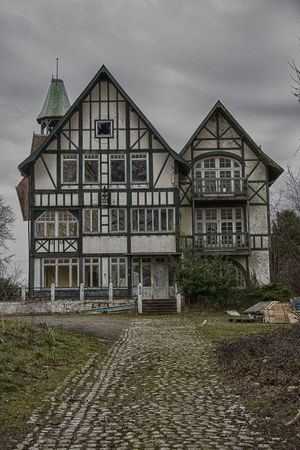 Architecture Building Exterior Built Structure Decrepit House Mansion No People Old House Outdoors Run-down Urbanphotography