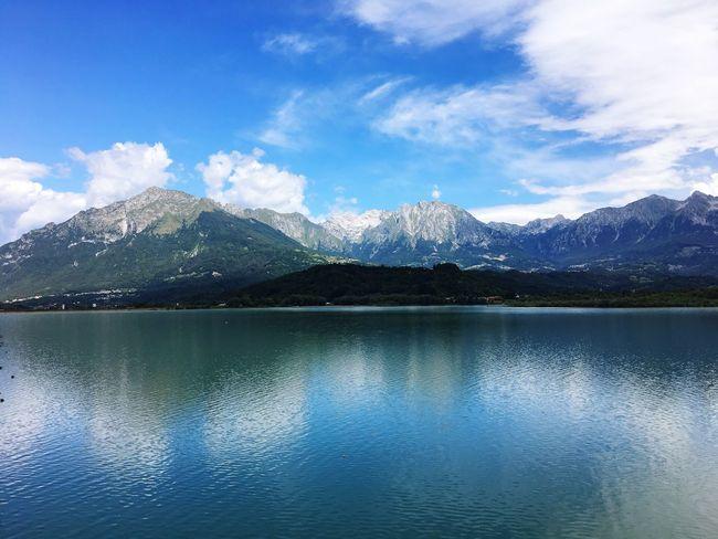 …to my right. ⇢ Lago di Santa Croce 🇮🇹