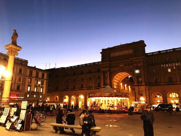 Florenca , final de tarde.. Architecture Built Structure Large Group Of People Building Exterior Travel Destinations Arch Night