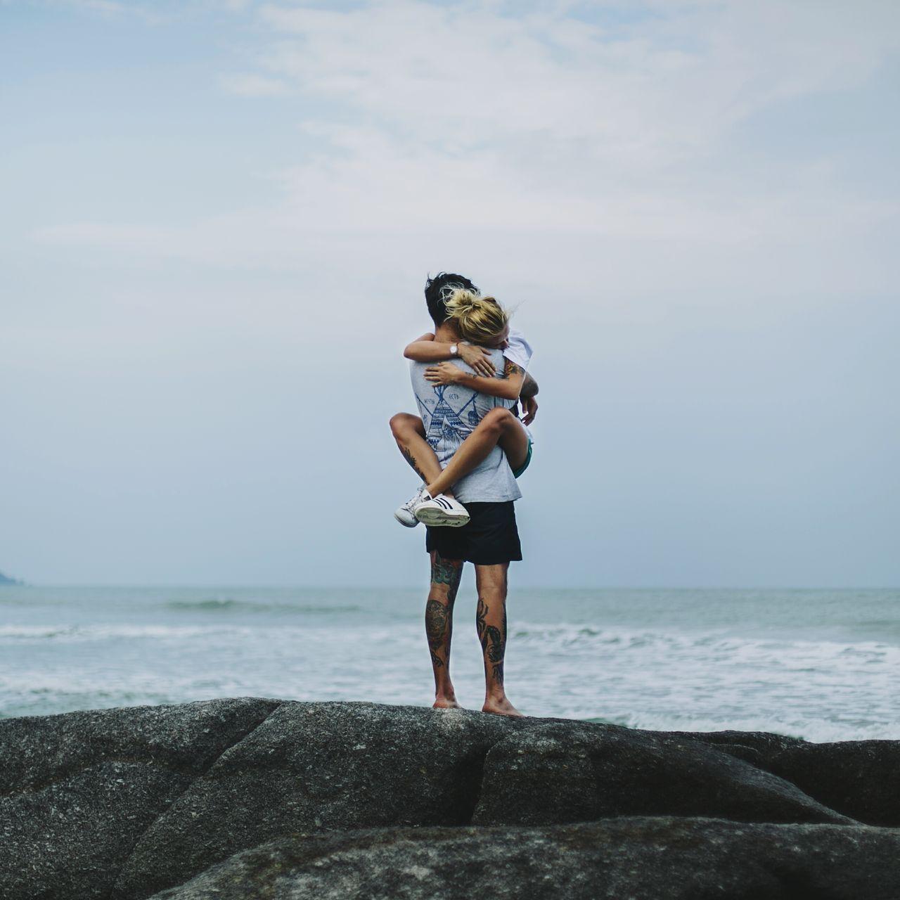 FULL LENGTH OF COUPLE ON BEACH