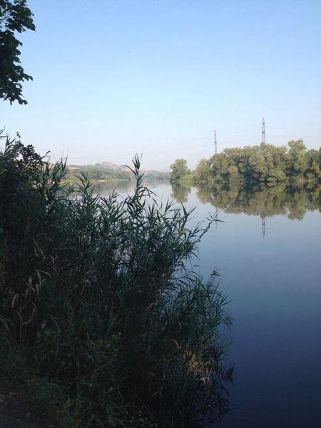 Кто рано встает и на рыбалку,тот я)