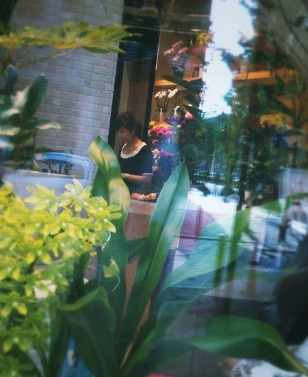Flower shop Girl Urban Reflections Tokyo Marunouchi