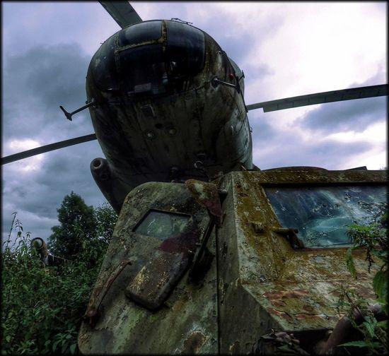 lost place Helicopter Hubschrauber  Lostplaces Kunst Ist Was Du Daraus Machst Verfall Hüpapics EyeEm Best Shots Panzer Tank War