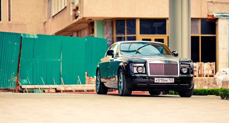 Architecture Building Exterior Built Structure Car Day Green Color Land Vehicle Mode Of Transport No People Old-fashioned Outdoors Rollsroyce Transportation