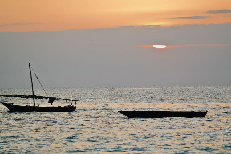 Ocean Boats And Water Sunset Horizon Over Water Island Cloud Calm Water Calm Seas Fishing