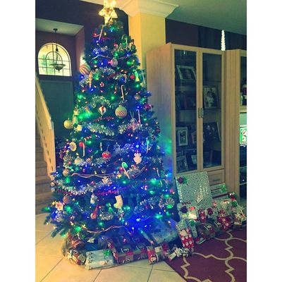 Nothing like waking up on Christmas morning? Christmasmorning Presents Santaclause Christmastree