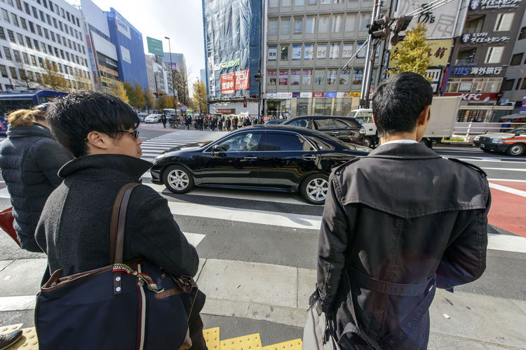 Cars Crossing The Street Day Japan Men Pedestrian Crossing Street Traffic