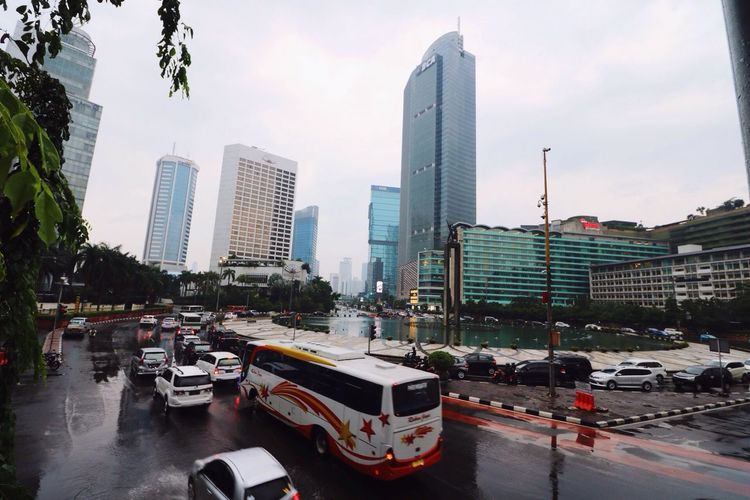 The ambient of roundabout Hotel Indonesia Hanging Out Hello World Taking Photos Check This Out Travel Photography Indonesia_allshots Skyscrapers Jakarta Jakarta Indonesia Hello World INDONESIA Check This Out Roundabout Hotel Indonesia Roundabout