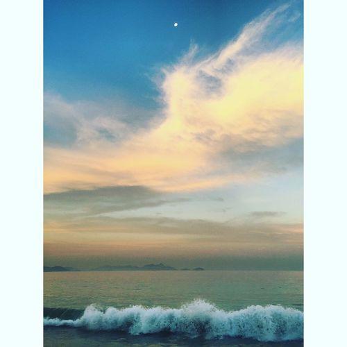 Cosmos / The Sea and the Moon at Sunset . Ocean Oceano Mar Wave Waves Onda Ondas Beach Por Do Sol Pordosol Solpoente Copacabana Beach Copacabana Rio Rio De Janeiro Riodejaneiro Rio 2016 Rio2016 Instagram Bestof_marcelo_mol Showcase July