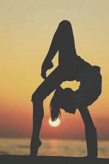 Creative Light And Shadow Dance Photography