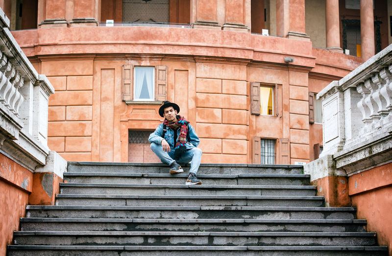 Day Orange Color Relaxing Chill Nikond7100photography Friends Nikon Nikonphotography Sunny Day Tranquility NikonD7100 Bolo Beautiful Street Photography Streetphotography Italy Italia Bologna Casual Clothing People Focus On Foreground Outdoors Cloudy Portici Portici_di_bologna