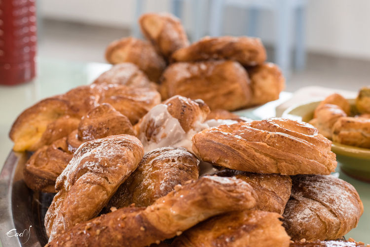 Viennoiserie Chocolate♡ Croissant Deluxe Croissant For Breakfast Croissants French Bakeries Hot Or Cold Hot Or Cold? Sweet Rolls Chocolate Bread Chocolate Cake Chocolatine Chocolatines Chocolatine💌 Croissant Croissant Aux Chocolate Croissant De Lune Croissant Love Croissant Time CroissantRougeTunisien Croissantdelune French French Food Pain Aux Raisins Sweet Roll