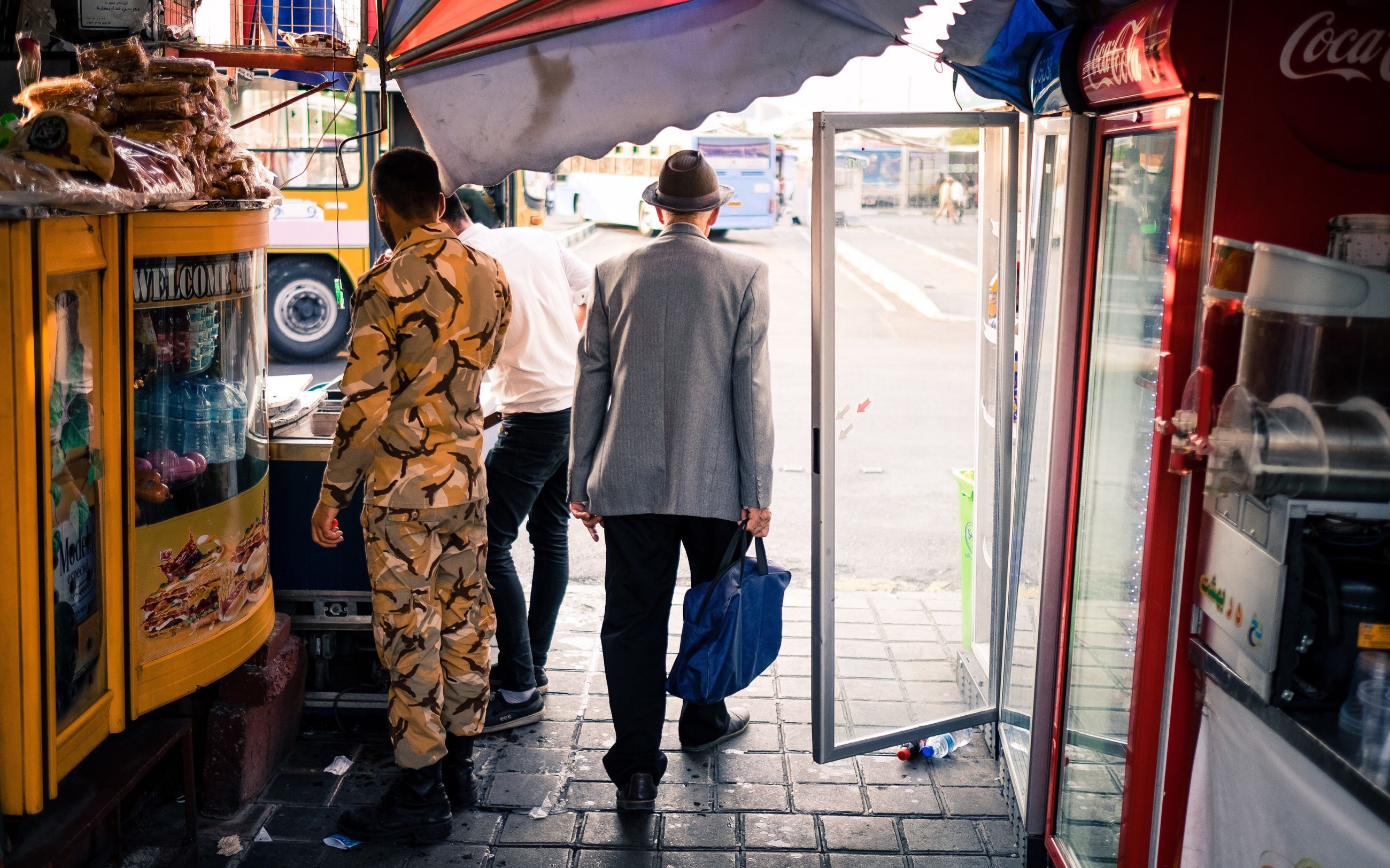 men, real people, two people, public transportation, transportation, standing, train - vehicle, lifestyles, full length, day, outdoors, city, adult, only men, adults only, people