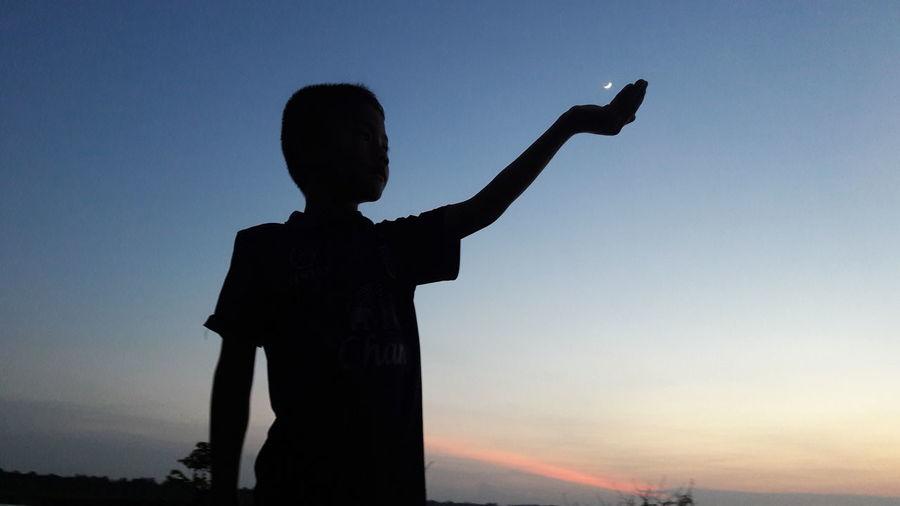 Boy Moon Boy And Moon Evening Moon Evening Outdoors Baby Playing Eveningsky Boy , Evaning , Sky , Moon