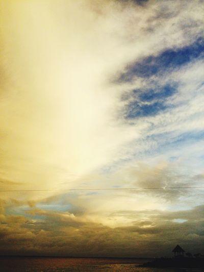 跟你一起共享這片天空但願我們跟他一樣有這麼美麗的畫面