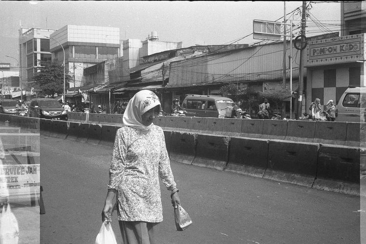 Streetphotography Streetphoto Street Blackandwhite Street Photography Blackandwhitephoto Blackandwhite Photography Black And White Photography Street Photo Black & White Bw Streetlife Streetphoto_bw Street Life 35mm Film 35mm Film Is Not Dead Film Photography Ilford Ilford HP5 Plus
