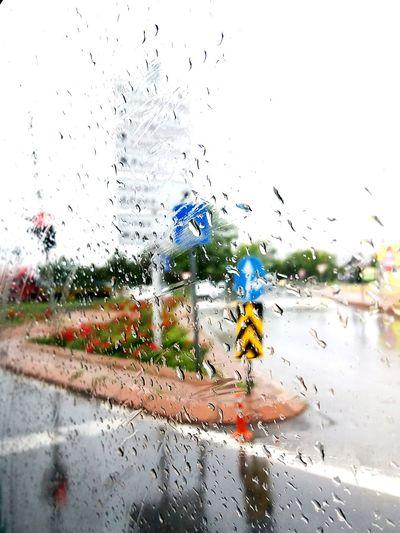 rainy day Signs Traffic Lights Traffic Kayseri Turkey Behindtheglass  Water Drop Abstract Rainy Season RainDrop Rainfall Wet Rain Water Drop