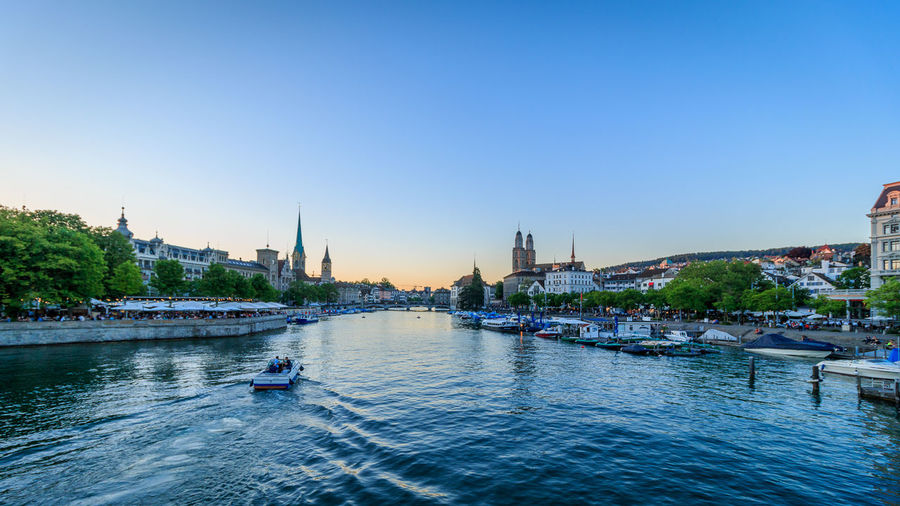 Zürich bei Sonnenuntergang Architecture Boat Building Exterior Built Structure City Cityscape Clear Sky Day Outdoors Sailing Sky Transportation Travel Travel Destinations Water Waterfront Yacht
