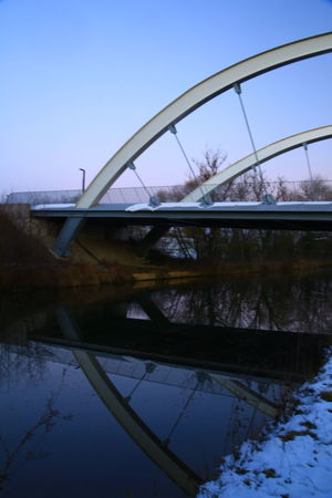 Pont de Technoland Brognard sur la coulée verte (piste cyclable) en fin d'après midi Architecture Canal Paysage Paysage ... Paysage De France Piste Cyclable Pont Route