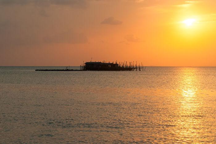 Kelong Horizon Over Water Kelong Nature Orange Color Scenics Sea Silhouette Silhouette Sun Sunset Warm Warm Colors Water