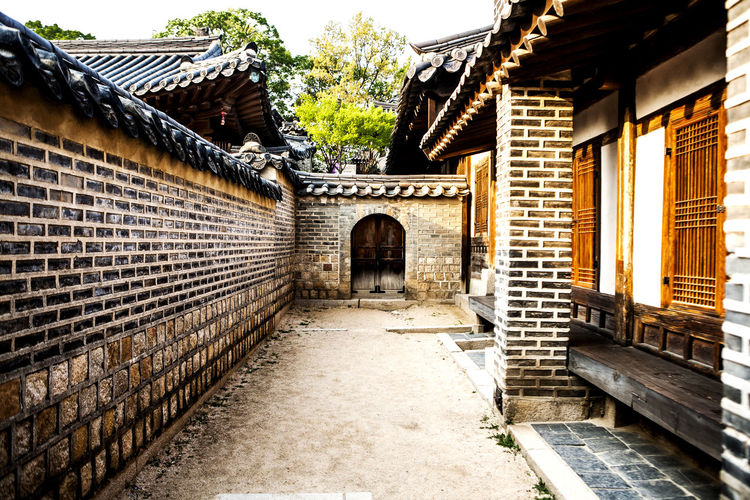 Walkway leading towards door at changdeokgung palace