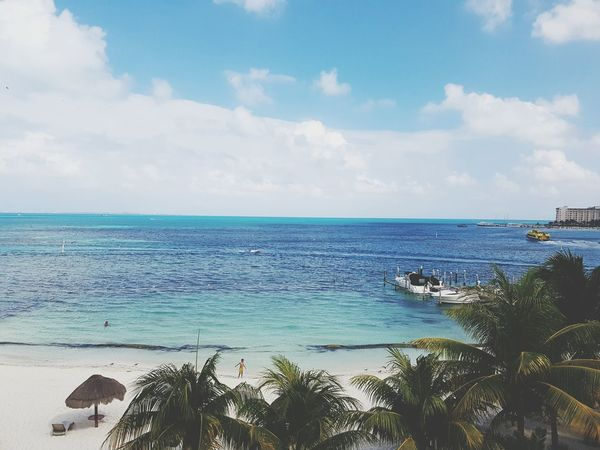 Ir a la playa es siempre una buena idea! Sea Blue Beach Horizon Over Water Travel Destinations Tropical Climate Landscape Photography Hello World Travelling Beach Life Myview Beauty In Nature Beautiful Day Sand Photos Cristal Clear
