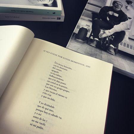 #Detodounpoco #Textos #Libros Text Sitting Indoors  Book Table